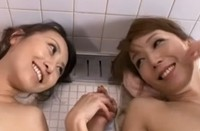 妹・青木玲と姉・志保のダブル中出し近親相姦、お互いの息子と肉体を交わらせる姉妹の禁断の近親相姦入浴乱交交尾