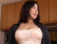 【豊満爆乳三姉妹】豊満で爆乳の肉体を持った三姉妹がその熟れた肉体にオ○ンチンを包み込んで布団の訪問販売