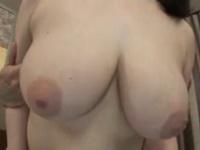 【宮田まり 爆乳熟女】Hカップの爆乳熟女の宮田まりが坊主頭の男にオ○ンコ突きまくられ甘え声出しながら中出しセックス