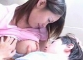 【友田真紀】甘えん坊息子にオッパイをねだられるママ、勃起したオ○ンチンを手コキ射精動画