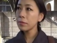【ヘルパー無修正動画】シングルマザーの熟女ヘルパー、自分を妻だと勘違いする老人と肉欲性行為無修正エロ動画