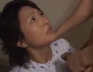 【里中亜矢子 無修正動画】「止めて私たち親子なのよ!」強引にオ○ンチンを咥えさせようとする息子に観念して母子相姦する里中亜矢子お母さん