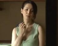 【山口珠理】夫と息子の留守に男を家に引き込み唾液でタップリの舌を絡ませながら不倫セックスに励む美熟女人妻