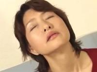 【里中亜矢子 無修正動画】息子との禁断の母子相姦を妄想してオナニーに耽る巨乳の里中亜矢子お母さん