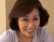 【高坂紀子 叔母近親相姦】肉欲狂いの熟女叔母が勉強で疲れ眠っている甥のチ○ポにしゃぶりついて中出し近親相姦