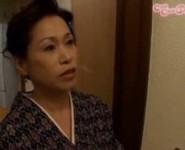 【六十路 無修正動画】58歳の和服姿の叔母さんが立派な甥のオ○ンチンに欲情して身体をブルブル震わせながら近親相姦交尾