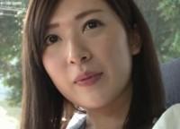 【美人妻 精飲動画】「実は主人の精液も飲んだことないんです」美しい人妻がお口に出された生臭い精液をムセながらも大量精飲