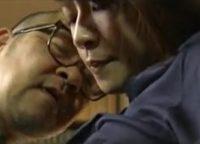 【ヘンリー塚本】事故で性的不能になった息子に代わり跡継ぎを残すため嫁と近親相姦交尾して子作りする絶倫義父