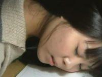 【ヘンリー塚本】妹と近親相姦した中年兄貴が借金のかたに妹を眠らせて男たちの性処理の餌食にする鬼畜動画