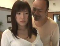【長澤あずさ 近親相姦】身体中を舐め回すように見つめる欲惚けした変態義父に夫の留守に近親相姦レイプされる爆乳嫁