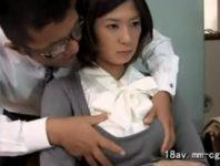 SEXしながら仕事する男との不倫写真を撮られた巨乳人妻の佐伯奈々が夫が依頼した探偵に脅迫され肉欲交尾