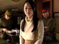 【菅野さゆき】昭和初期、愛する夫を守るため自ら軍人達の醜く淫らな欲望の犠牲となっていく爆乳人妻の哀しい物語