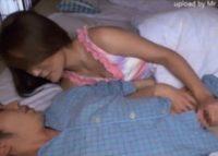 【夢の近親相姦】オナニーを邪魔された息子がお母さんの姿に欲情し下着を物色寝ているお母さんに迫り父の隣で母子相姦交尾