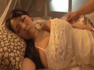 【Hitomi 母子相姦】超爆乳のHitomiママの下着に欲情した息子を浴室パイズリして夜這いしてきた息子と母子相姦交尾