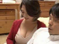 【五十嵐しのぶ】ペチャパイ娘の逞しい彼氏のSEXに欲情したグラマー爆乳お母さんが彼氏を寝取って肉欲交尾