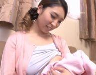 【潮絢那 母子相姦】赤ちゃんを可愛がる母乳ママに嫉妬した息子がママに甘えて母乳授乳して母子相姦交尾