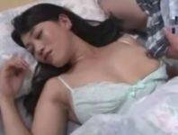 【奈良絵美子 母子相姦】寝ているお母さんの巨乳おっぱいにオ〇ンチン押し付ける息子に押し倒され中出し母子相姦
