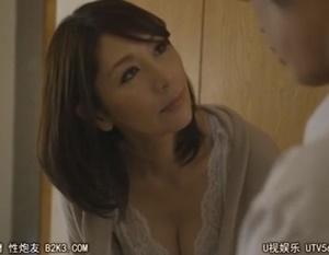 【翔田千里 母子相姦】再婚したお母さんのあられもない姿を目にして激しい嫉妬に苛まれた息子が溜らずお母さんに迫って中出し母子相姦