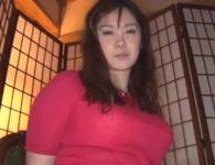 【松坂美紀 人妻動画】101cmの爆乳Iカップおっぱい人妻の松坂美紀さんがお乳を揉みしだかれ淫乱な本性剥き出しで中出し交尾