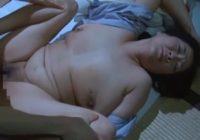 【城エレン 母子相姦】介護が必要なお母さんを他人の手に委ねるなんて耐えられないと超乳おっぱいのママに夜這いして母子相姦する息子