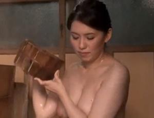 【桐島綾子 母子相姦】母親の下着でオナニーする息子の姿を見たお母さんが入浴中に勃起オ〇ンチン剥き出しで迫られ母子相姦交尾