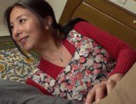 【母子相姦動画】父親を献身介護する義母に淡い恋心を抱いていた童貞の息子が父の死後愛の告白をして禁断の中出し母子相姦