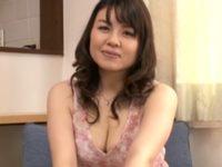 【島田紗江 母乳人妻】三十五歳の母乳ママがカメラの前で母乳撒き散らして肉欲に溺れて不倫するエロ動画