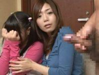テレビ画面に映る男のオ●ンチン扱く姿を前に娘に性教育するお母さんが実際に現れた男と肉欲交尾