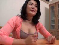 娘の出産中の面倒を見に上京した義母の岡部玲子お母さんが欲情した息子に迫られ中出し母子相姦