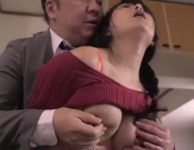 スクワット中にジーパン破いて美尻が剥き出しになり迫られた人妻の一色桃子が肉欲に溺れ不倫交尾