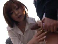 【浜崎りお】ショタ生徒のパンツから突き出したオ●ンチンをフェラチオして手コキで射精させる巨乳先生