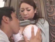 【南條れいな】父親の目を盗み母親と接吻交尾する息子が出かけて2秒で激しく求めあいお母さんと中出し母子相姦