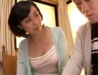 【尾崎玲奈】友達にオ●ンチンが小さいと言われ悩む息子に見て欲しいと懇願されたお母さんが手コキ射精母子相姦