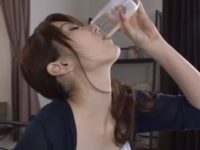【波多野結衣】朝から精飲する美人姉が家族の前でコップに射精した弟の精液を精飲しその後近親相姦で精飲SEX