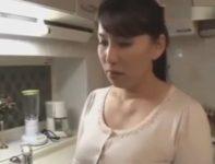 【桐島綾子】女手一つで育てた息子の結婚に激しく嫉妬し放したくない一心で禁断の関係を結んで中出し母子相姦する美熟女母