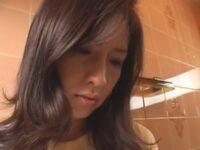 【和希優子】母親の下着でオナニーする息子をお口で慰めた巨乳ママが息子の身体に放尿する妄想して最後は中出し母子相姦