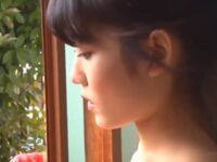 【神宮寺ナオ】大人の女へと成長を始めた巨乳姪が欲情した叔父と口移しでスイカを食べあいパイズリして口内射精近親相姦
