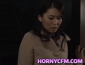 【桐島綾子】母子相姦願望を持つ息子の母親の下着を使った自慰行為姿を目にしてしまう巨乳お母さん