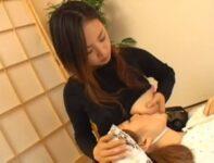 【前原司】長身の大きな赤ちゃんに授乳する可愛い爆乳の母乳ママがお口に含んだ母乳を口移し授乳してレズ接吻