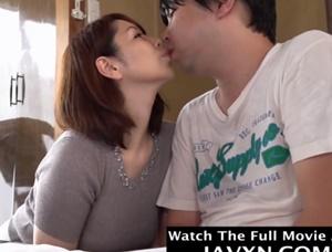 【翔田千里】ムラムラして勉強できないと甘えてくるキモ息子にキスしてオ●ンチンをしゃぶり母子相姦する熟女巨乳ママ
