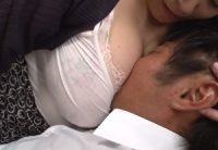 【八木あずさ】見た瞬間に射精しそうな豊満爆乳おっぱいで娘の彼氏を誘惑し中出し寝取りSEXする美熟女お母さん