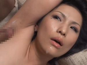 【酒井ちなみ】美しくて自慢の母親の腋毛に反発する息子がその歪んた魅力に次第に憑りつかれ母子相姦SEX