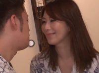 【翔田千里】夫に言えない秘密を持つ美熟女ママが夫とのSEXを覗いて何度もオナニーしたと甘える息子と中出し母子相姦