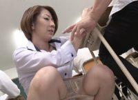 【岡村麻友子】授業中に生徒に攻められ大量の愛液でパンティに染みを作り逝き果てさせられた人妻女教師がトイレで肉欲SEX