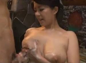 【母子相姦 笹山希】浴室で息子とイチャイチャして勃起オ●ンチンをパイズリする巨乳ママが寝室で肉欲に塗れて中出し母子相姦交尾