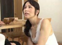【井上綾子 母子相姦】ずっと固くなったままなんだと訴える息子のオ●ンチンをお口で慰め射精した精液を口内で受け止めるスレンダー母
