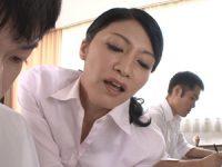【古川祥子 女教師】不倫関係にある生徒に授業中にオ●ンコを責められ快楽に声を出せずに押し殺し逝き果てさせられる人妻女教師
