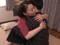 【佐倉由美子】勇気を振り絞って応募してきた素人童貞くんを優しく包み込んで筆おろしSEXする母性溢れる人妻熟女女優