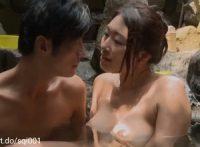 【小早川怜子】何かを予感するように一人露天風呂に入る巨乳美女が肉棒を固くさせて来た男に誘うような言葉をかけ肉欲に塗れてSEX