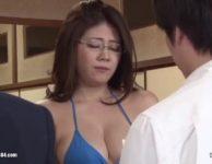 【母子相姦動画】離婚したママと行く傷心バスツアーで息子の手紙に涙して抱き合いそのまま母子相姦SEXを始める爆乳おっぱいママ